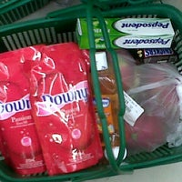 Photo taken at Giant Hypermart by Ade F. on 10/6/2013