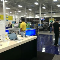 Photo taken at Best Buy by Lester on 5/11/2013