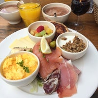 Photo taken at Le Pain Quotidien by Cedric A. on 8/3/2014