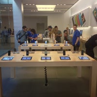 Photo taken at Apple Union Square by Michele A. on 6/15/2013