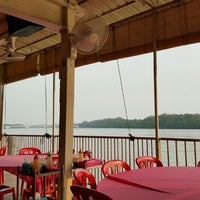 Photo taken at Jeti Kuala Selangor Seafood Restaurant by Sooraj X. on 4/9/2016
