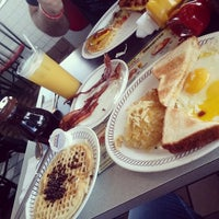 Photo taken at Waffle House by Thais S. on 6/18/2014