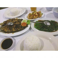 Photo taken at D'Cost Seafood by Lola M. on 11/18/2014