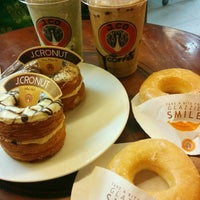 Photo taken at J.Co Donuts & Coffee by Stallone T. on 10/16/2015
