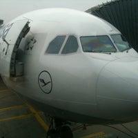Foto tirada no(a) Lufthansa Business Lounge / Tower Lounge (Non Schengen) por Samvel A. em 10/23/2012