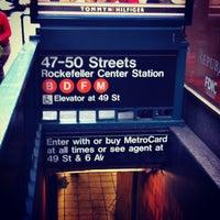 Photo taken at MTA Subway - 47th-50th St/Rockefeller Center (B/D/F/M) by Felipe B. on 10/26/2012