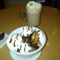 Photo taken at Haagen-Dazs by Cindy A. on 10/6/2012