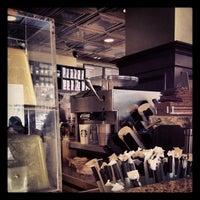 Foto tirada no(a) Starbucks por Clay R. em 4/20/2013