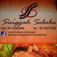 Photo taken at Restoran Singgah Selalu by Babynorr A. on 11/18/2012