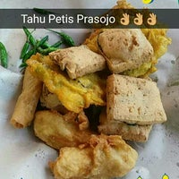 Photo taken at Tahu Petis Prasojo by Satrio P. on 10/5/2016