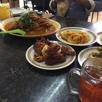 Photo taken at Restoran Kari Kepala Ikan Kampung Pandan by Wany S. on 10/8/2016