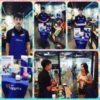 Photo taken at Starbucks by Thanakritpipat P. on 9/24/2016