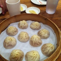 Photo taken at Din Tai Fung 鼎泰豐 by Fangky H. on 11/2/2012