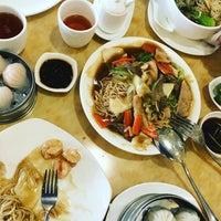 Photo taken at King Bee Chinese Restaurant by Sheena Monria on 1/30/2016