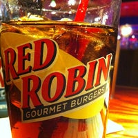 Photo taken at Red Robin Gourmet Burgers by Leratuca on 1/4/2013