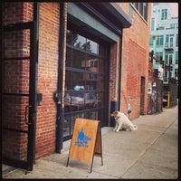 Photo taken at Blue Bottle Coffee by Rei K. on 10/16/2013