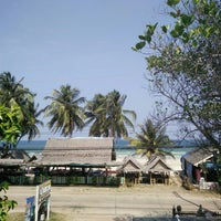 Photo taken at BaanTalay Thungwualaen by Resna N. on 3/16/2016