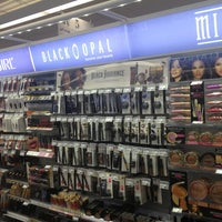 Photo taken at Duane Reade by Michelle Wendy on 7/11/2013