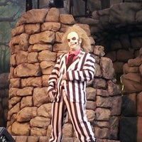 Photo taken at Beetlejuice's Graveyard MashUp by Wendy B. on 10/27/2012