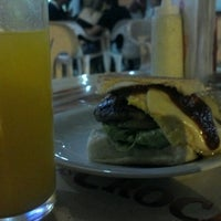 Photo taken at Madrugadão Lanches by Felipe H. on 10/22/2012