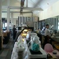 Photo taken at Grocer & Grind Seminyak by titien franciscus on 9/16/2012