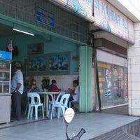 Photo taken at Restoran Nasi Kandar Ali by Husaini Z. on 4/7/2016