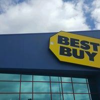 Photo taken at Best Buy by Fitz D. on 8/12/2016