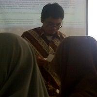 Photo taken at Universitas Al Azhar Indonesia by Vira Putri D. on 4/9/2013