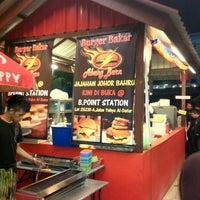 Photo taken at Burger Bakar Abang Burn by Dahlia R. on 10/7/2012