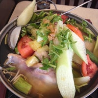 Photo taken at Thuan Kieu Com Tam by Dat L. on 10/7/2012