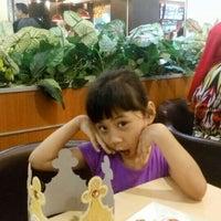 Photo taken at Burger King by Yusron # 7 on 12/24/2015