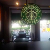 Photo taken at Starbucks by Fendi B. on 6/18/2015