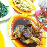 Photo taken at Seafood Anton 88 by Shadelina E. on 3/10/2013