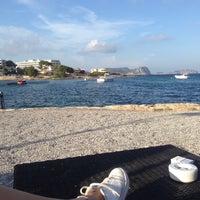 Photo taken at La Jacaranda Lounge Ibiza by Leonie v. on 8/20/2016