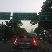 Photo taken at Perempatan Kuningan (Traffic Light) by Rika D. on 9/13/2016
