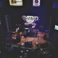 Photo taken at Hard Rock Cafe by Júlia M. on 7/6/2013