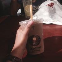 Photo taken at OldTown White Coffee by Mmyra _. on 5/20/2016