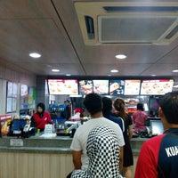 Photo taken at KFC by Tҽղցkմ F. on 8/1/2016