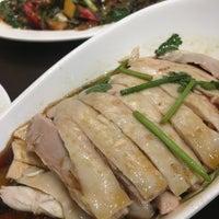 Foto tirada no(a) 五星海南鸡饭 five star hainanese chicken rice por Charles V. em 9/29/2016