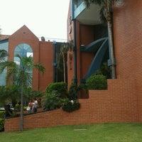 Photo taken at Udabol - Universidade de Aquino de Bolívia by Franklin R. on 11/5/2013