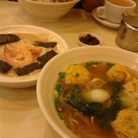 Photo taken at One Noodle 全一拉麵茶餐廳 by Victor L. on 9/26/2013