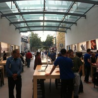 Photo taken at Apple Palo Alto by Rob G. on 10/31/2012
