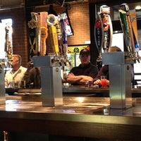Foto scattata a Lodo's Bar and Grill da Gina W. il 12/28/2012