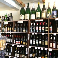 Photo taken at Hennessy's Wines & Specialty Foods by Charlie Y. on 3/12/2014