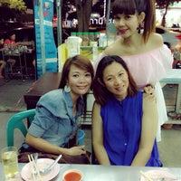 Photo taken at ร้านข้าวต้มเจ้ฑา by Angie J. on 10/17/2014