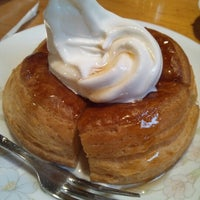 Photo taken at Komeda's Coffee by ダー マ. on 9/29/2012