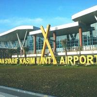 Photo taken at Sultan Syarif Kasim II International Airport (PKU) by biyanabiya m. on 12/27/2012