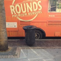 Photo taken at Rounds Premium Burgers Truck by Erik V. on 11/26/2012