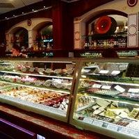 Photo taken at Cossetta's Italian Market & Pizzeria by Sanputt S. on 8/10/2013