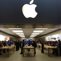 Photo taken at Apple Eaton Centre by Kelvin L. on 1/22/2013